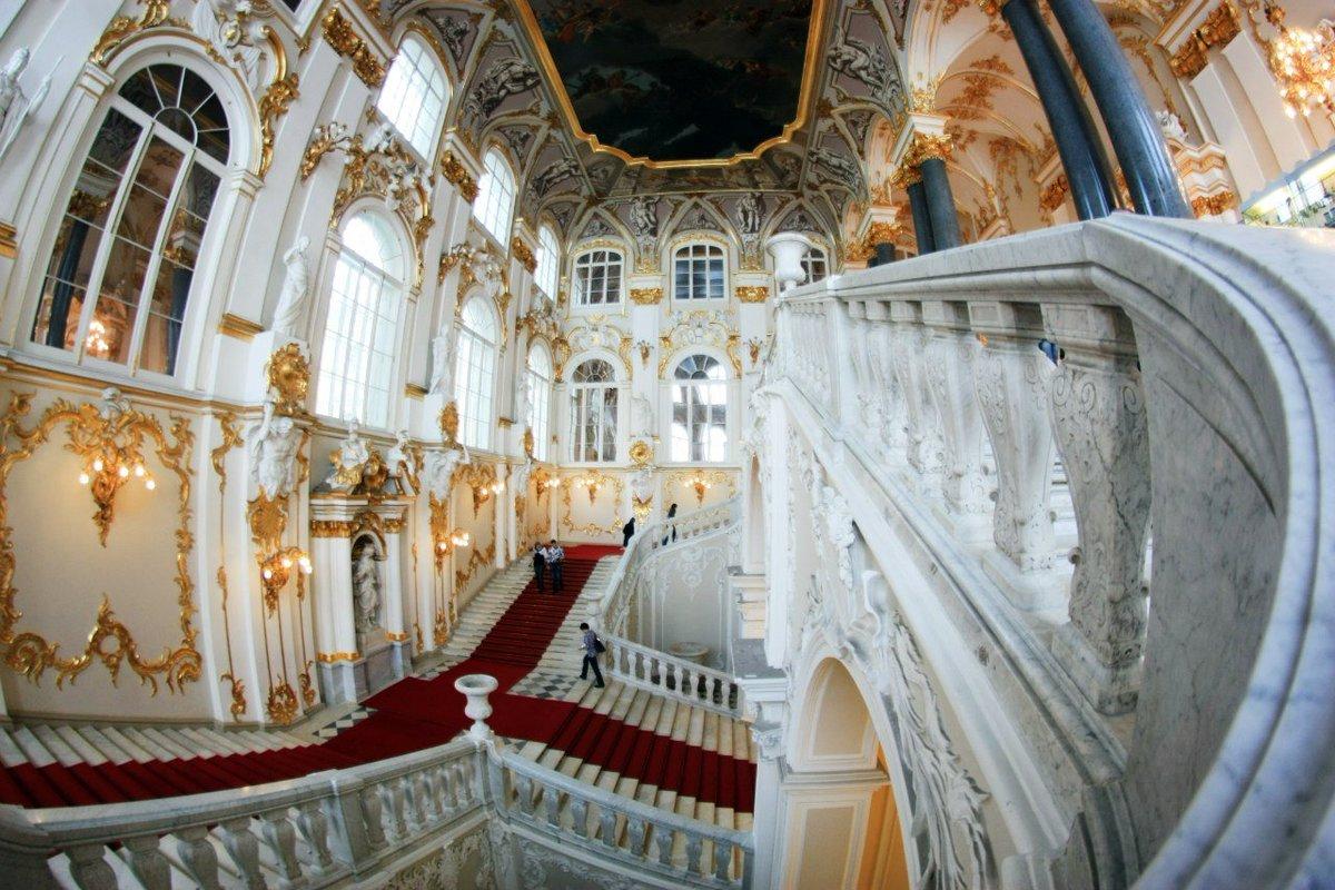Парадная лестница зимнего дворца фото