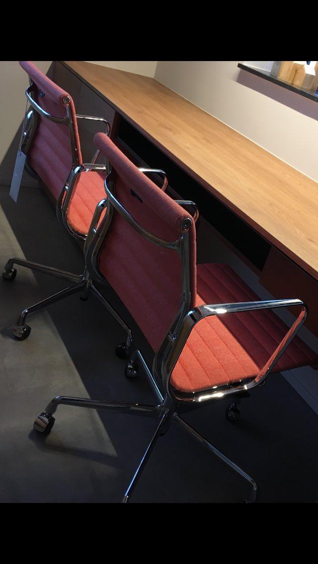 Eames Ea 117 Bureaustoel.Marcel Van De Wouw On Twitter Happy Customer Werkplek Interior