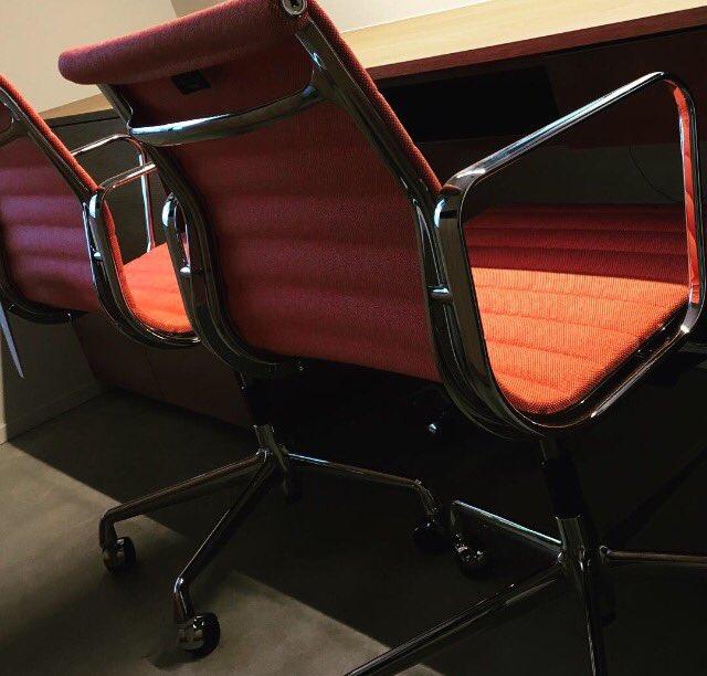 Vitra Eames Bureaustoel Ea117.Marcel Van De Wouw On Twitter Happy Customer Werkplek Interior