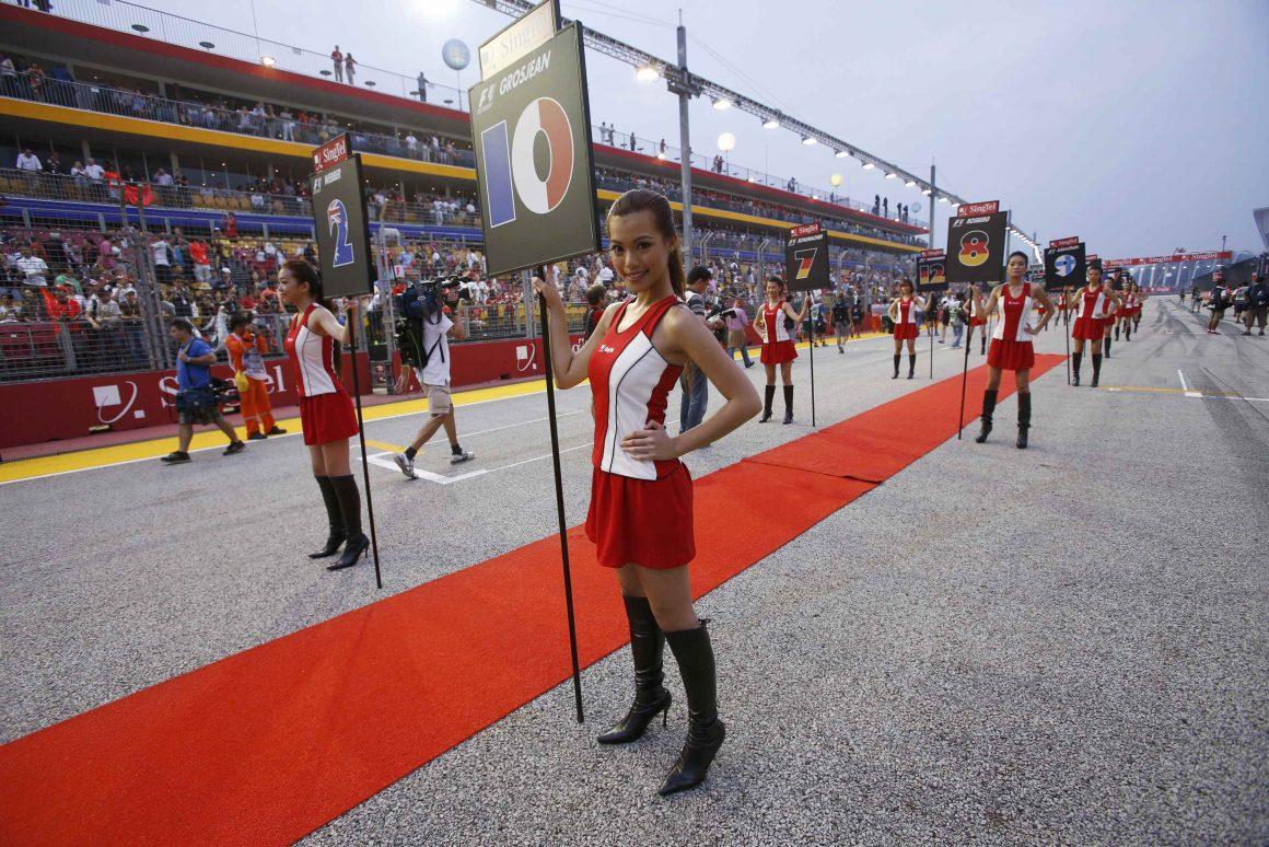 'Grid girls' protestam contra proibição na Fórmula 1 https://t.co/N6U3GPszLd