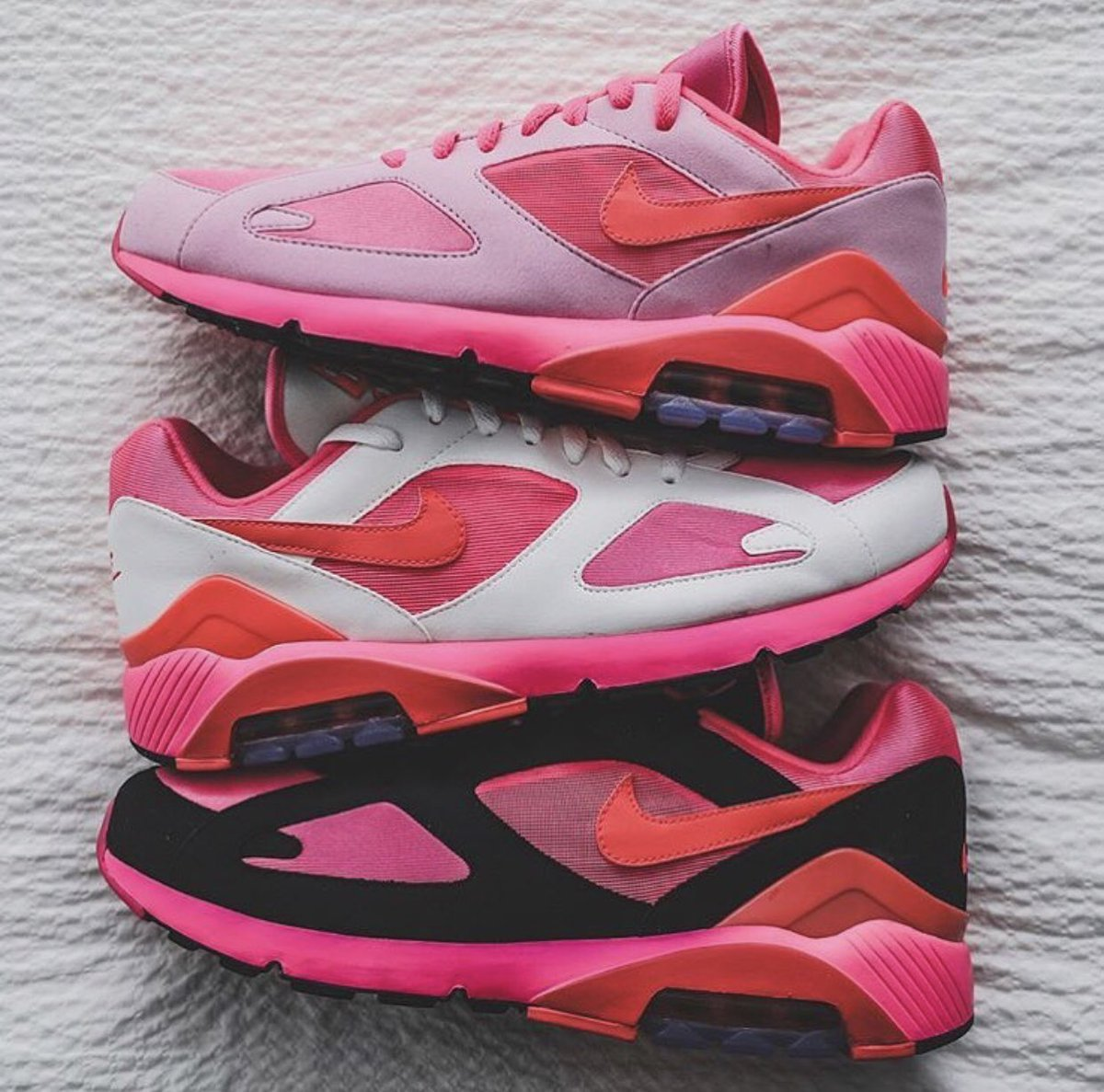 Comme des Garçons x Nike Air Max 180 'Pink' sizes selling out Link ->  http://bit.ly/2DXGEUU pic.twitter.com/uTH0CpGmMU