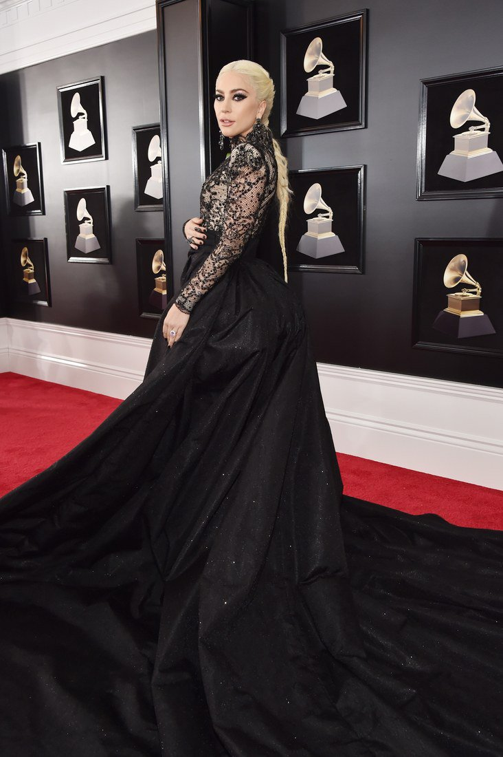 #Grammys2018: See Lady Gaga, Lana Del Rey, and More of the Biggest Stars in Music on the Red Carpet:  http:// wmag.cm/aMI0jdW  &nbsp;  <br>http://pic.twitter.com/VmeNfQXslN