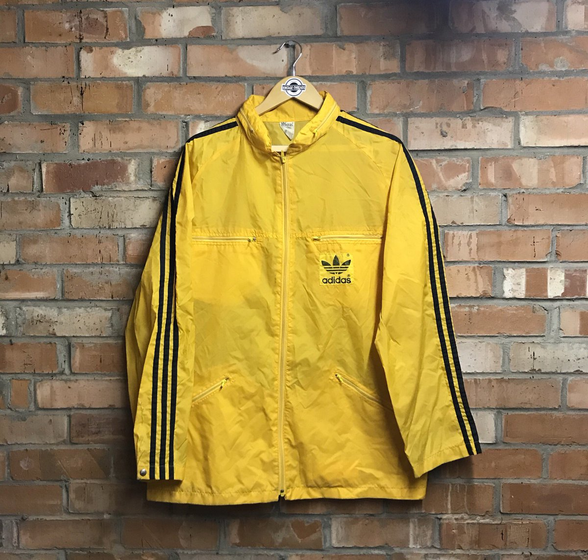a0d560af4 On DEPOP Now! (Link in bio) #adidas #adidasoriginals #retrostyle #vintage  #raincoat #vintagethreads #vintagestyle #vintageadidas pic.twitter.com/C0E2dIDxYC