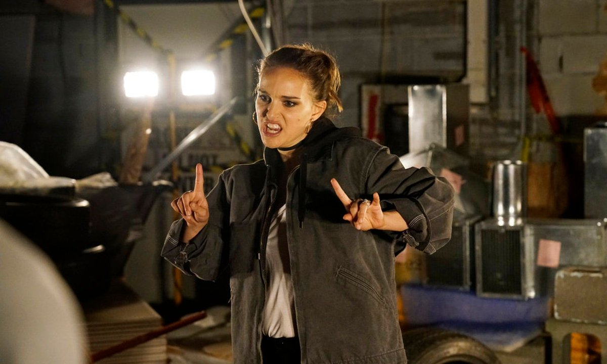 Natalie Portman returns to the rap game on #snl. View her appearance here - buff.ly/2s6Ltd5