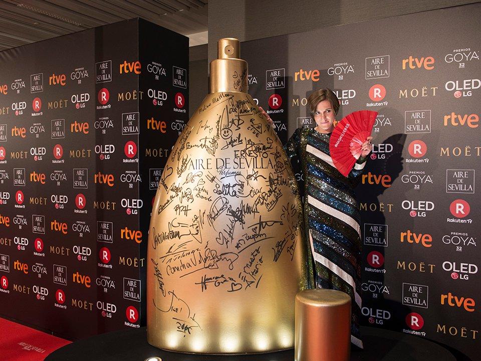 ¡Una noche repleta de #cine y glamour! #PerfumesAiredeSevilla felicita a todos los ganadores de los #GOYA2018 ¿Quieres ver su paso y firma en nuestro #perfume?  https://t.co/Ym3Q5GTn9i https://t.co/SIxOFO8ous