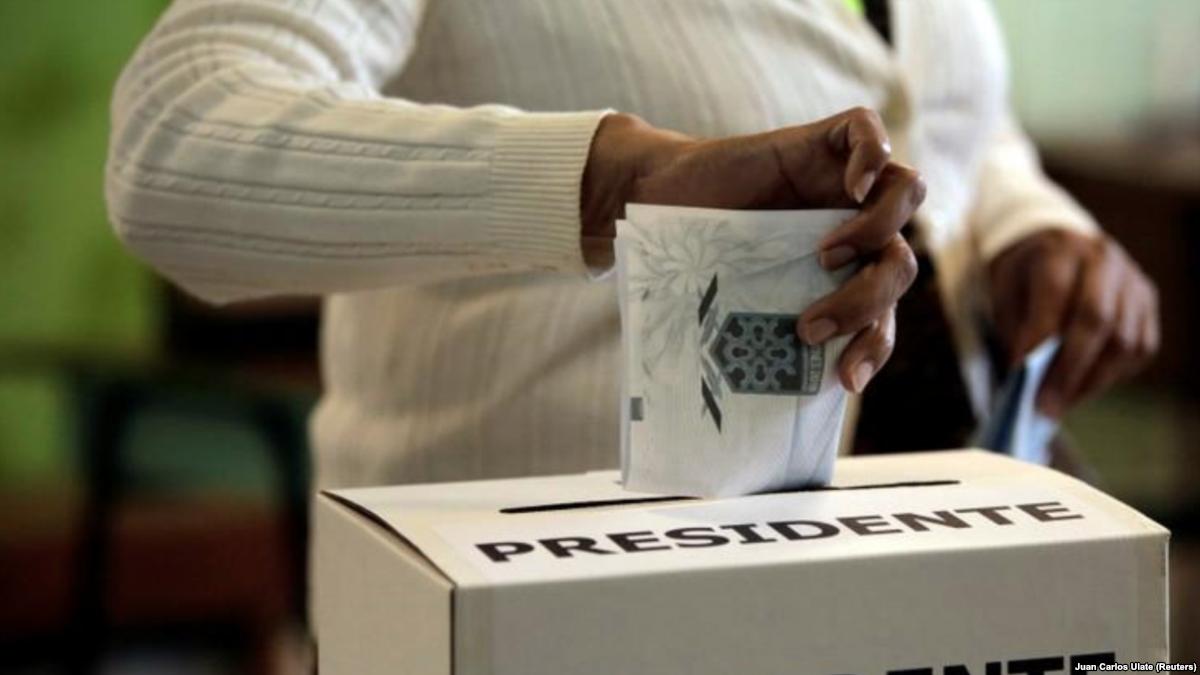 Costa Rica elige presidente polarizada p...