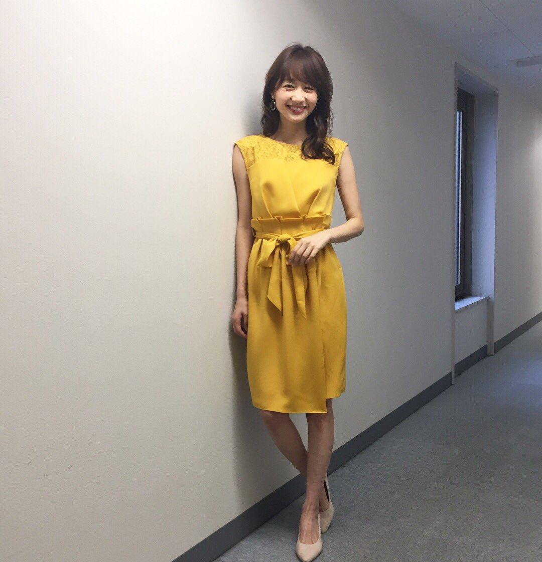 黄色のドレスの高田秋