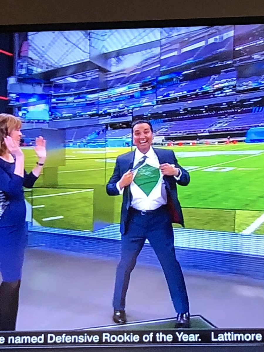 Amazing. @KNegandhiESPN just left Sportscenter mid-broadcast to catch a flight to the Super Bowl. ???????????? #FlyEaglesFly https://t.co/6C3CU8Gz3B