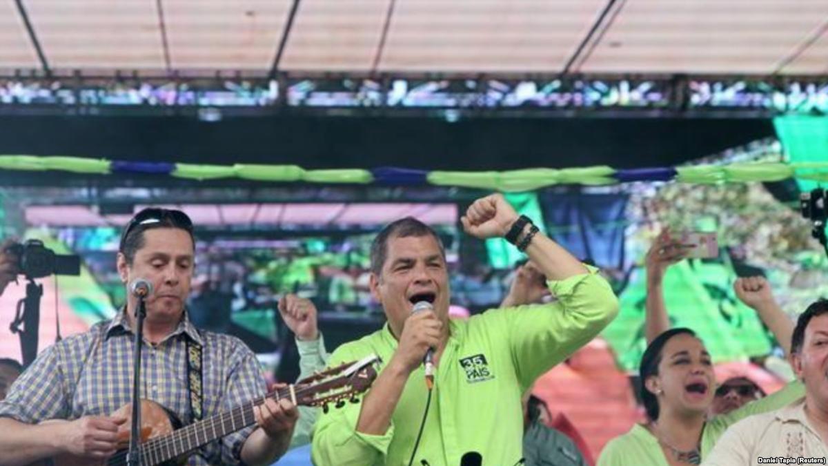 Ecuatorianos votan en polémico referéndu...