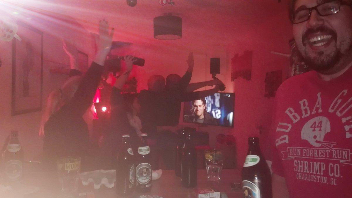#ranSB52 Spontane SB-Party, spontaner Twitter-Account #dasSpieldauertNICHT90min #derBallistNICHTRund #nachdemSpiel-istSchluss #HappyBDayBUBU #RUNforestRUN https://t.co/mzj12DpPYx