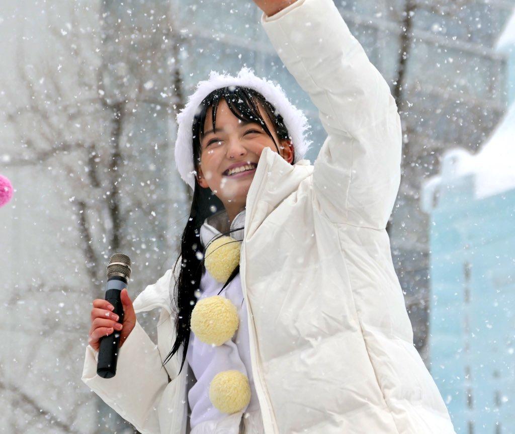 雪が降っている中の清井咲希