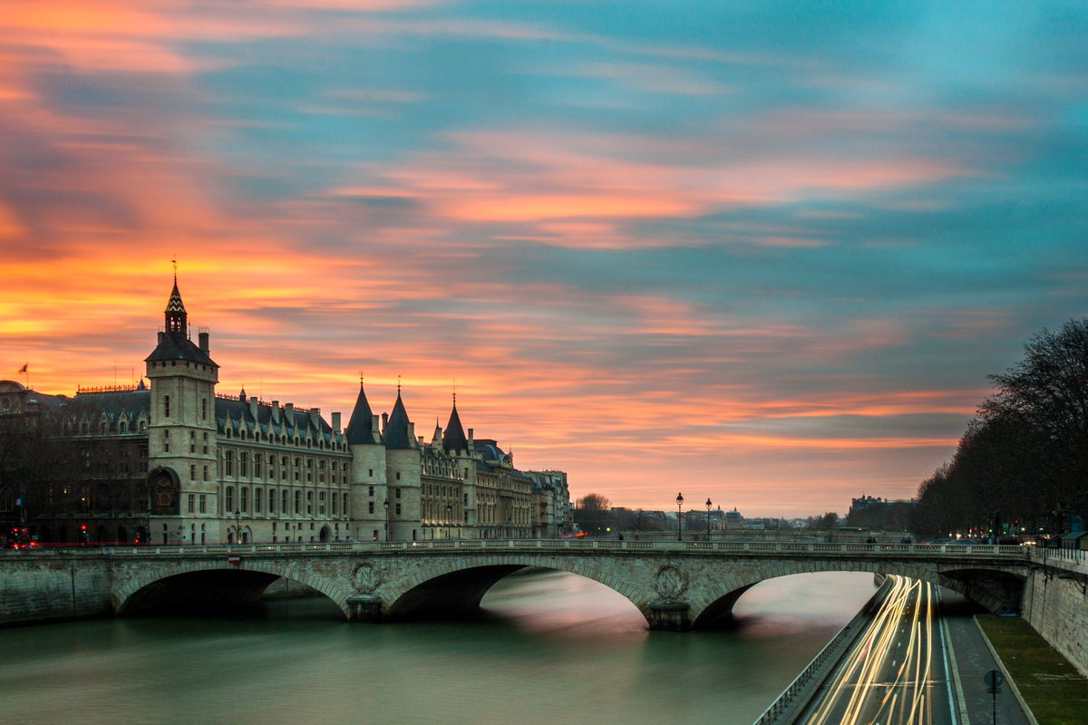Did you know, during the French Revolution, prisoners were kept at La Conciergerie before sending them to the guillotine! From Roman fortress to royal palace to prison and now Paris' seat of justice, discover this historic landmark for yourself! https://t.co/S0pdl4tBAJ https://t.co/dq9RFiNWJ2