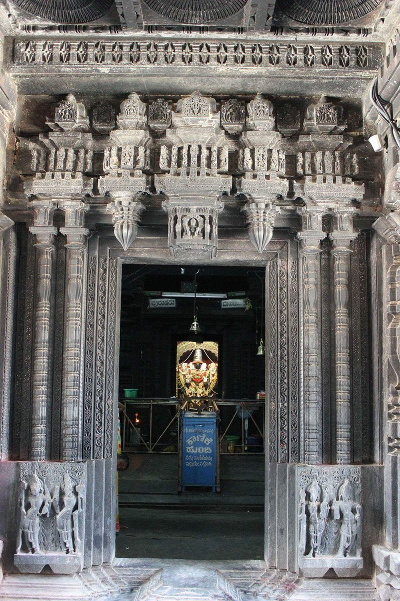 Harihareshwara Temple, Harihar(Karnataka) Dated: ~13th century CE Note ornate door jamb and lintel, one of the finest carving. Mandapa rests on lathe turned pillars. Note the details of door jamb and entwining Nagas forming Srivatsa pattern. #ReclaimTemples #WalkToTemple https://t.co/8X6RCU2Zl4