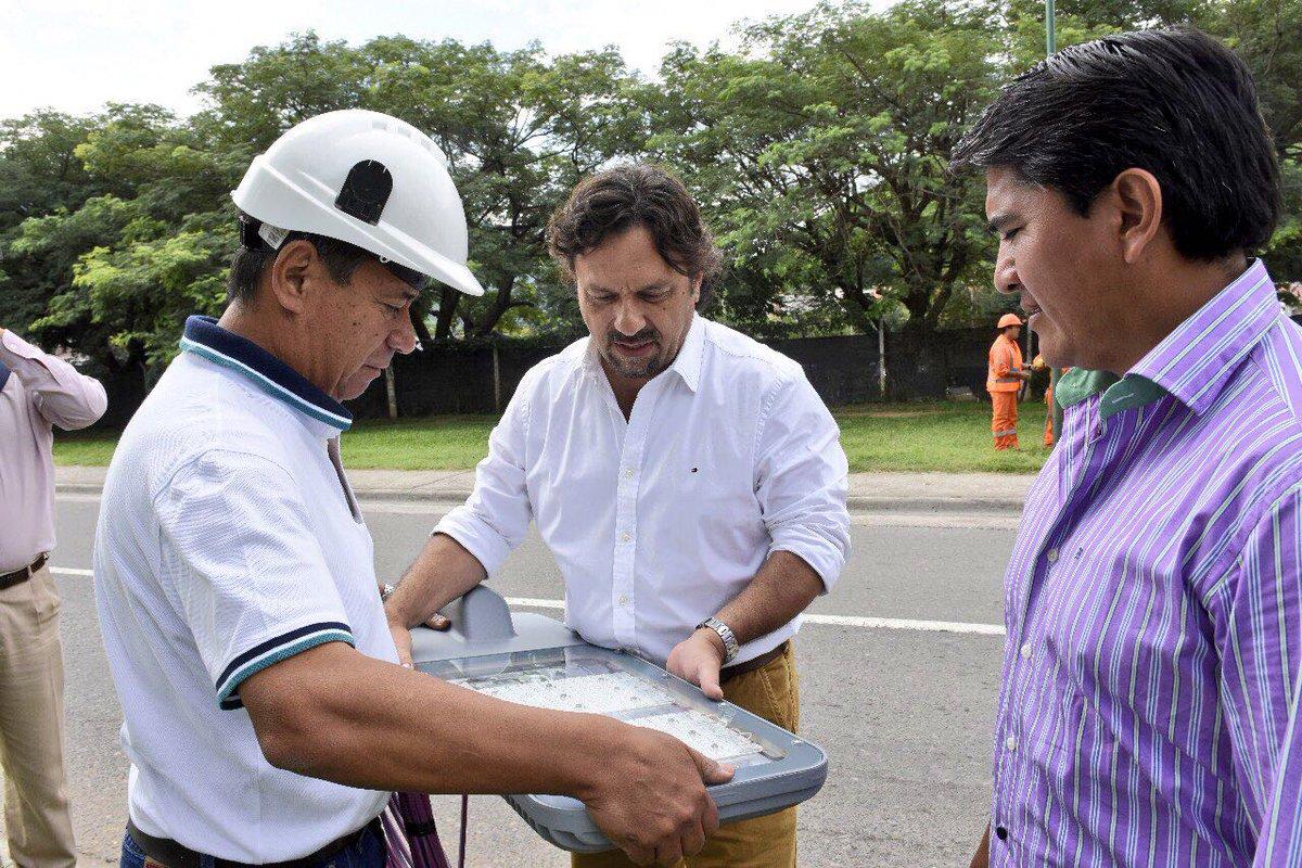 @GustavoSaenzOK supervisó la instalación de luminarias LED en el acceso a la ciudad. http://municipalidadsalta.gob.ar/prensa/index.php/saenz-superviso-la-instalacion-de-luminarias-led-en-el-acceso-a-la-ciudad/…