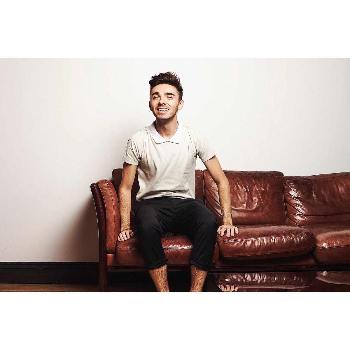 Here's an outtake from the calendar shoot! Literally a couple of calendars left so if you haven't got yourself one, you will find it on my merch page (if you want one) nathansykes.livenationmerch.com/calendars/offi…