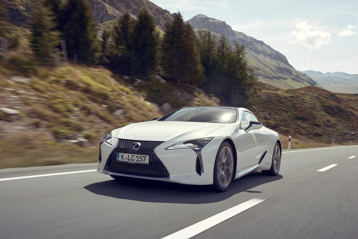 Beauty. Luxury. Hybrid. #LexusLC https://t.co/OJ9Z0dOLk8