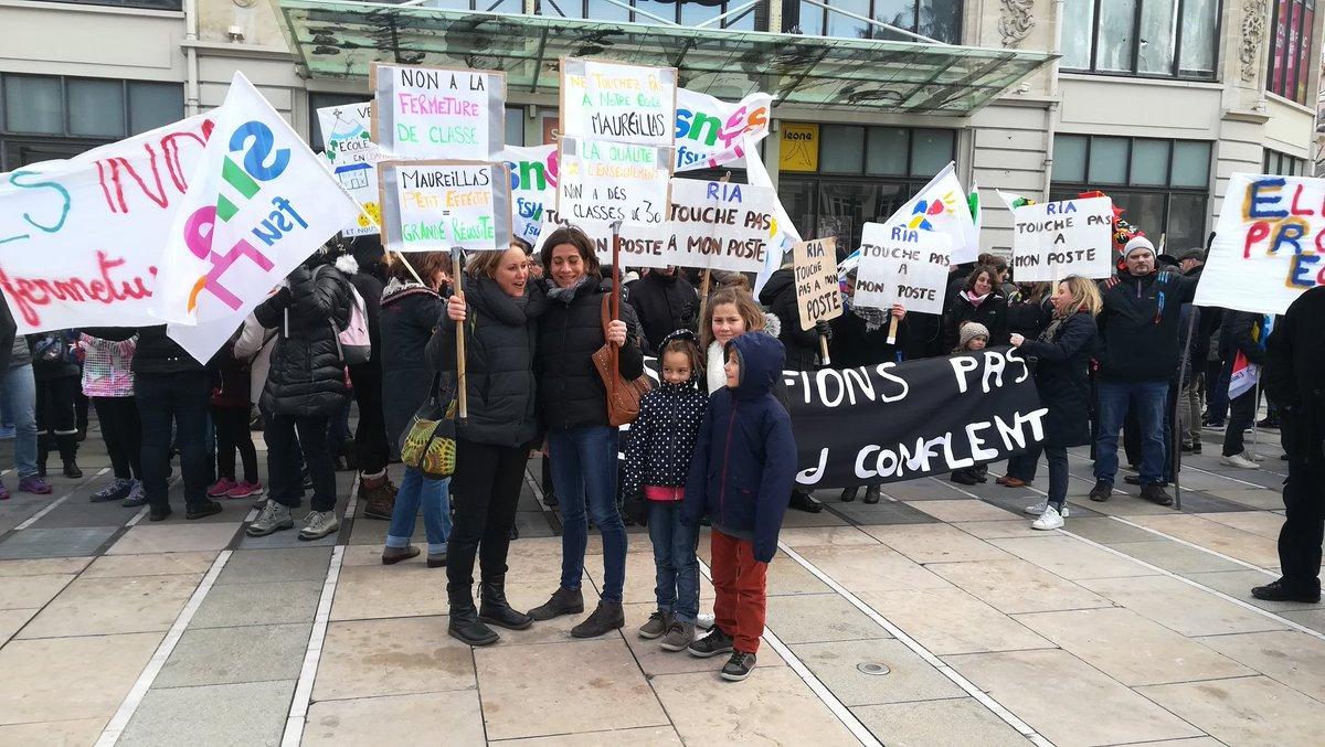 #Perpignan Plus de 200 #enseignants #parents d'élèves et #enfants se mobilisent pour protéger leur école