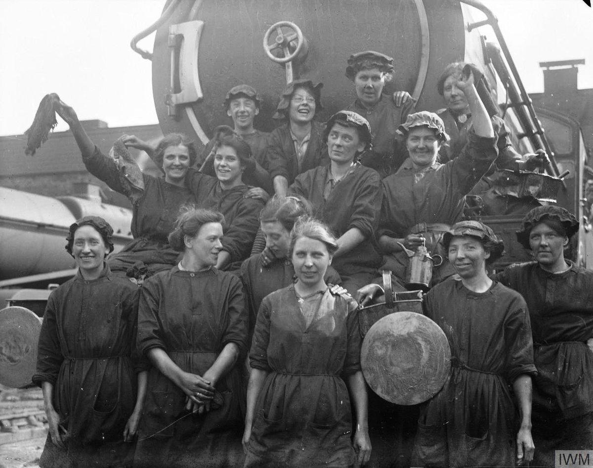 DVV9bbuXcAAQqjL - Marylebone station's anniversary