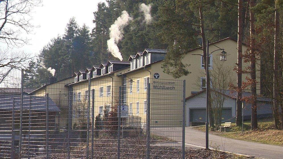 Ausbildungszentrum in Mühlbach : Lehrkraft stimmt Nazi-Parolen an https://t.co/YeXUPLWzIf #franken