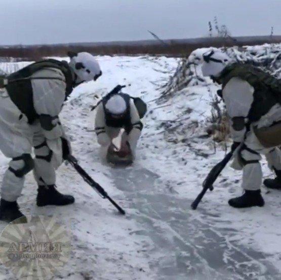 ロシア兵 暇な時間でウィンタースポーツ カーリングを行う ただしストーンは対戦車地雷