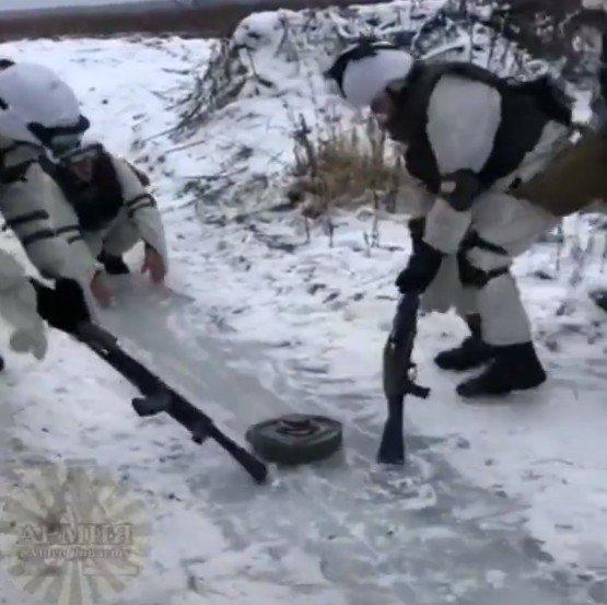命がけのカーリングwww ロシア兵が行う危険すぎるウィンタースポーツがコレwww