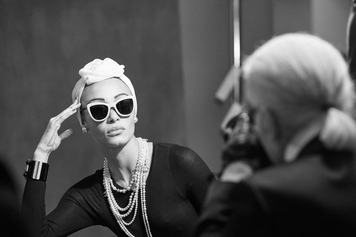 Behind-the-scenes of the Spring-Summer 2018 #CHANELEyewear campaign. #CHANELSunglasses More photos on https://t.co/odyZZwifyh
