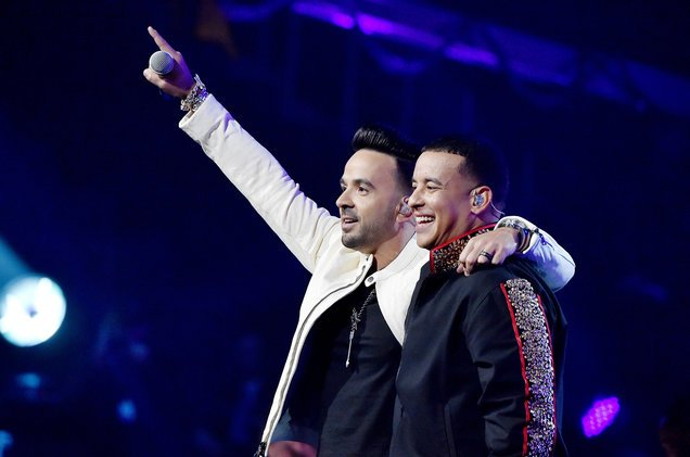 #Despacito is the first Spanish-language song to reach a billion streams on Spotify https://t.co/ehVKUwuirY