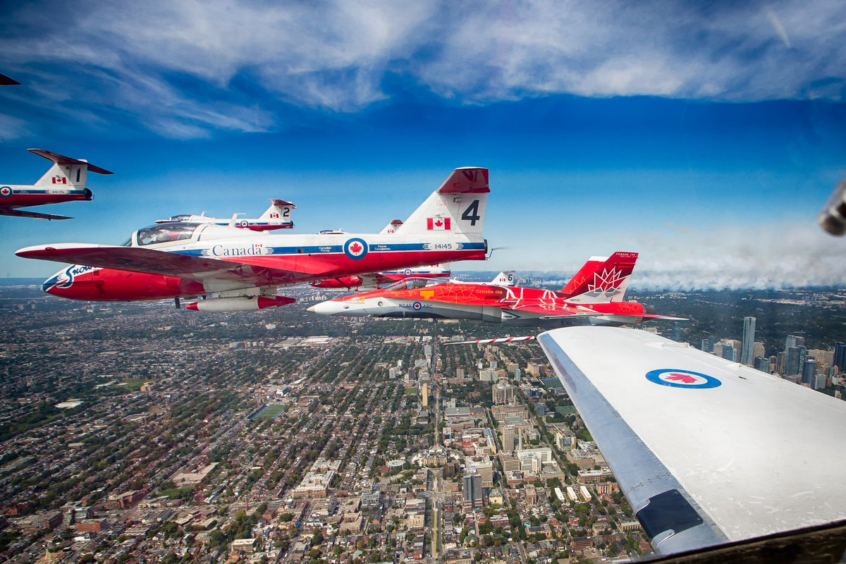 Get your pictures up! Let us paint twitter #red for valentines day, with the @DemoCF18 #Canada150 #ValentinesDay2018 #LadyInRed #snowbirds Mettez vos images de la dame en rouge pour la Saint Valentin! Le #CF18 du Canada 150! #avgeek #canada #aviation #stvalentin <br>http://pic.twitter.com/WwjqWYtHhQ