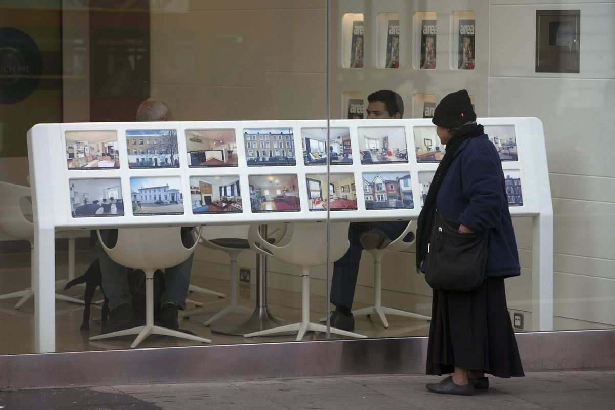 UK's housing market is poised for a lifeless 2018, weighed down by political & economic uncertainty, tax changes, stretched affordability: that means real estate agents could become M&A targets  via  https://t.co/8t9CA5YKkV@alekswrites@sharonrsmyth