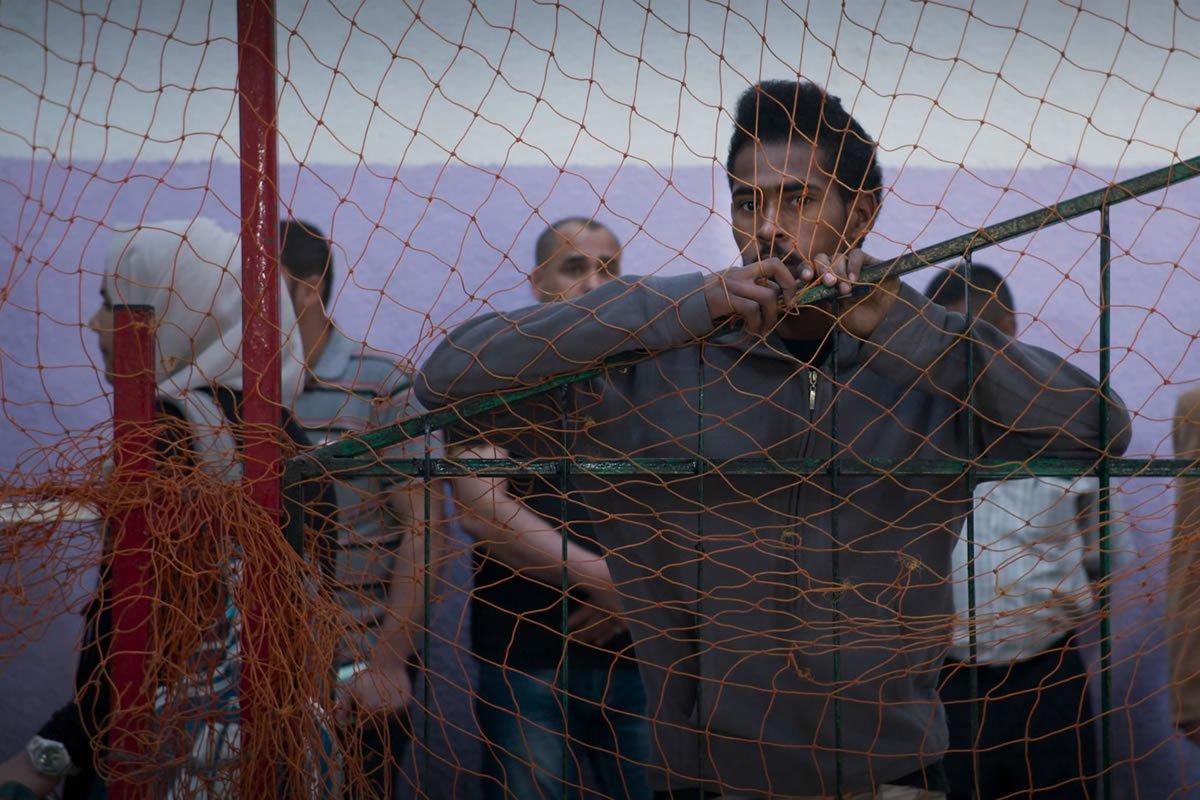 #Cinema Dense, touchant et nécessaire, le documentaire #HumanFlow d'Ai WeiWei sur la crise migratoire utilise la sensibilité de l'artiste pour mettre sur la table toutes les cartes de ce casse-tête mondial en faisant appel à notre humanité. https://t.co/U07tddaaRC