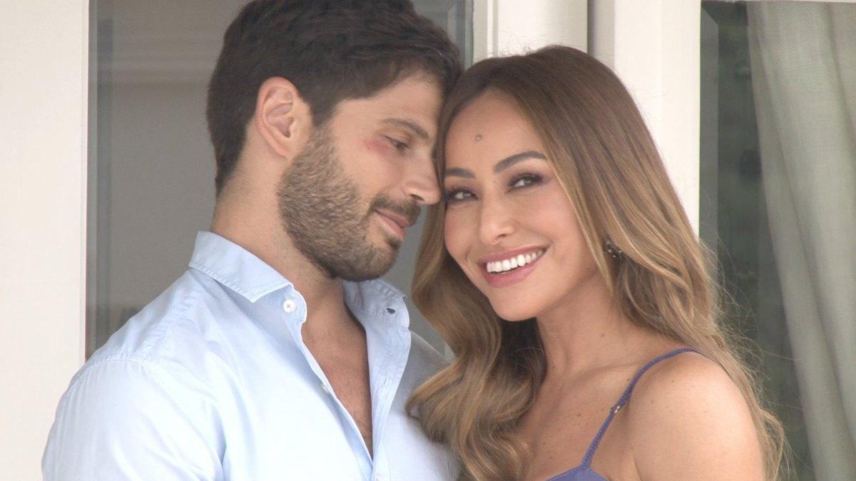 A apresentadora @SabrinaSato conta, em entrevista exclusiva, como o eleito Duda Nagle a pediu em casamento. Assista! https://t.co/NoKEZg7hg1