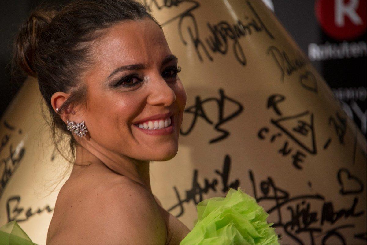 La bloguera de moda Paula Ordovás, del blog @Peeptoes, tampoco quiso perderse los #PremiosGoya2018 y nos regaló esta maravillosa sonrisa junto #PerfumesAiredeSevilla https://t.co/Ym3Q5GTn9i https://t.co/BFwL4fdCIB