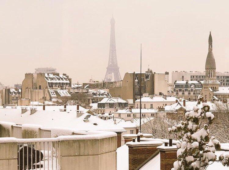 Voici notre vue depuis les studios #NRJ ! C'est tellement beau 😍❄️☃️ #ParisSousLaNeige