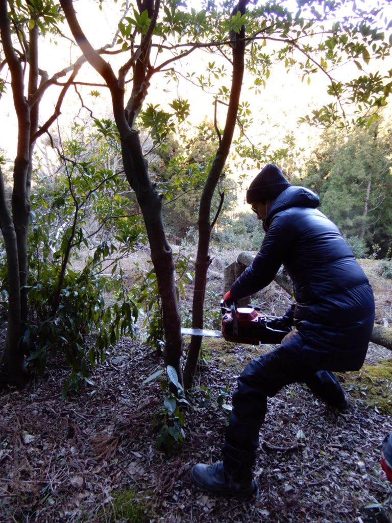 僕は山の中で何をしているのでしょうか?  #とあるお仕事  #チェーンソー  #お楽しみに #稲垣吾郎