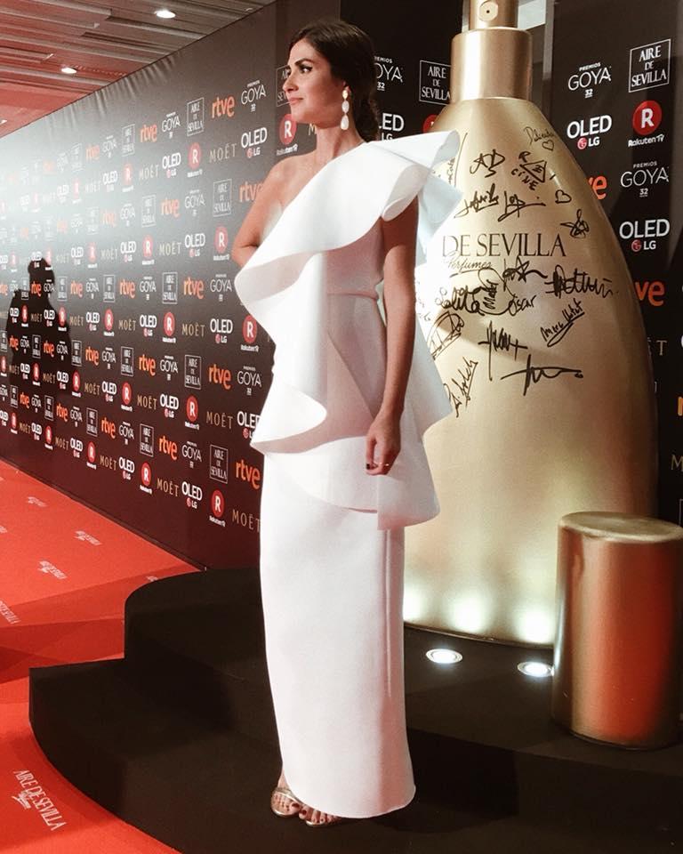 El look de la instagramer #MeryTuriel ha sido uno de los más comentados de los #PremiosGoya2018 y es que con su #vestido #lowcost ha demostrado que se puede ir con mucho estilo ¿Qué opináis? https://t.co/Ym3Q5GTn9i https://t.co/eD38fv7aGI