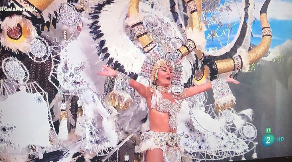 Flipando con #GalaReinaSC y la reina del carnaval a ritmo del Highway to hell de los ACDC #adiósterrícolas