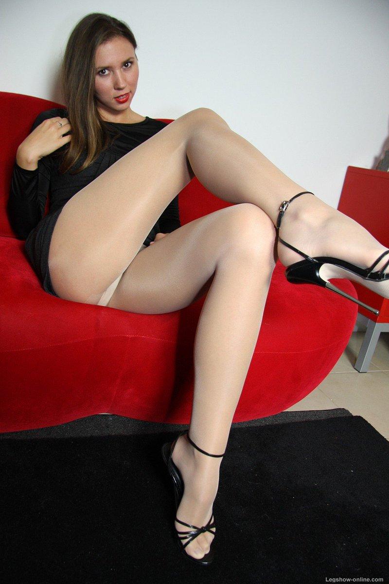 Slut in white platforms gangbang britni - 1 8