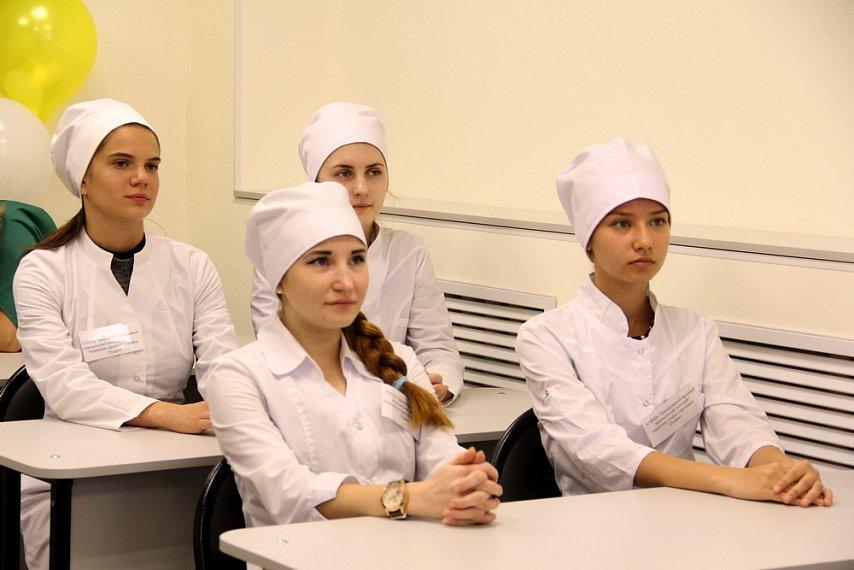 anal-foto-devushek-studentok-medinstituta-stole