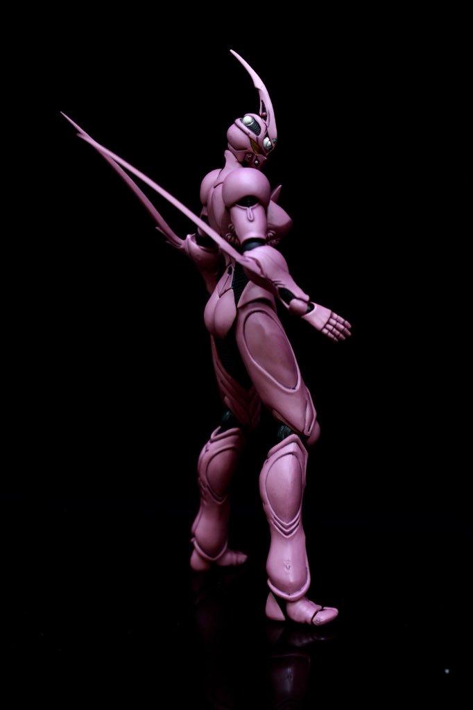 ガイバーⅡF。 デザインはシャープに女性のフォルムになってますが色が・・・。 ポージングも三枚目で出来るだけ女性っぽく見せようと、少しだけお尻を出してる風にしてみましたが・・・ 難しかったです。(*´Д`*) #強殖装甲ガイバー