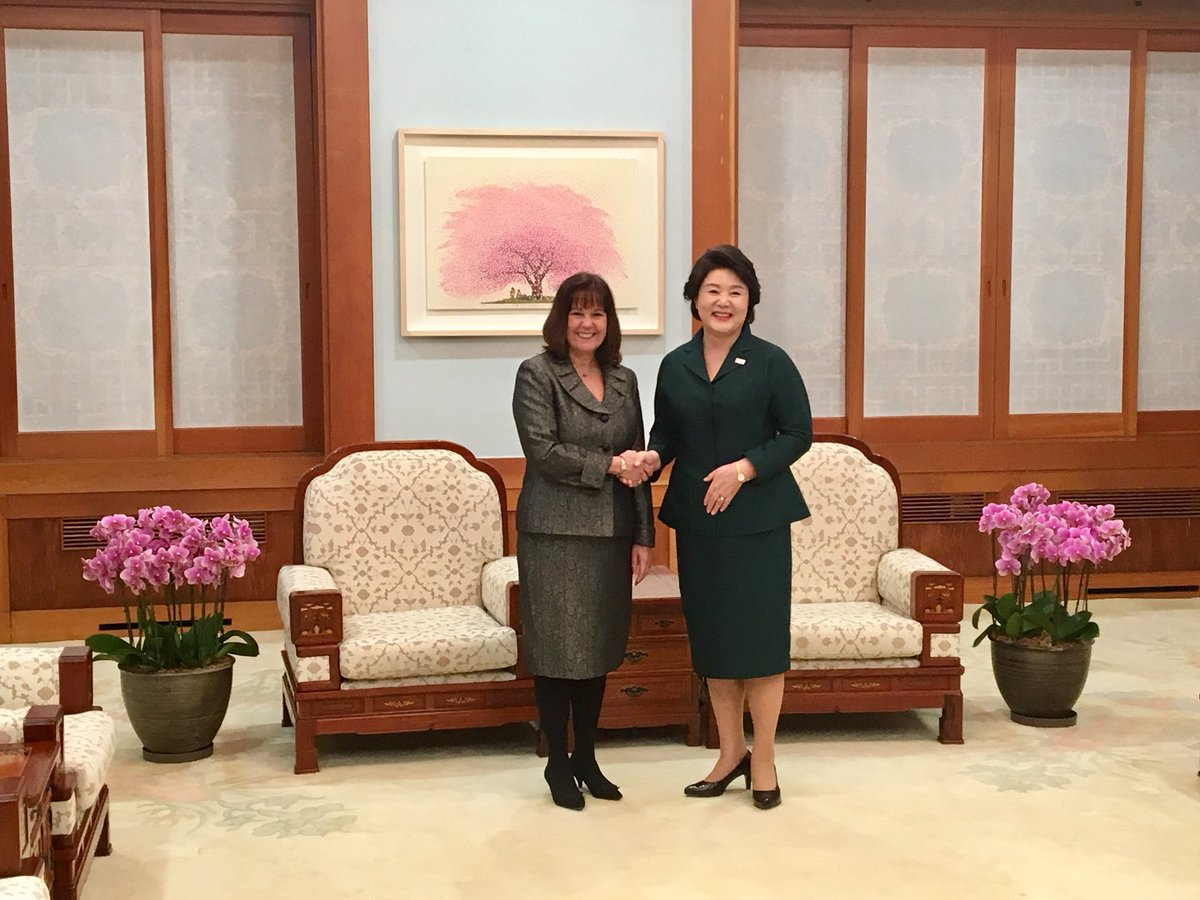 Lovely conversation with Mrs. Kim Jung-Sook, the First Lady of the Republic of Korea.