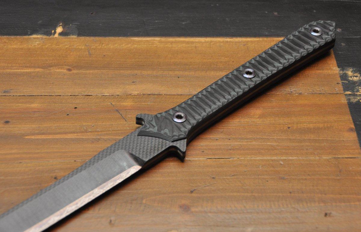 男の子には堪らないwチタンとカーボンでできた刀が完全にMGSの雷電のものと同じw