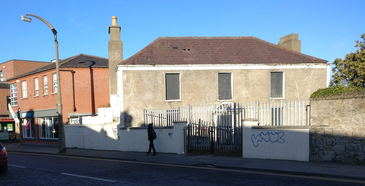 In the heart of Rathgar village sits this empty house. it is not on either Vacant Sites Register or Derelict Sites register. Will anything be done with it? The @greenparty_ie #LivingCities Bill will make places like this and their communities alive again. <br>http://pic.twitter.com/Hw5yLJzADY