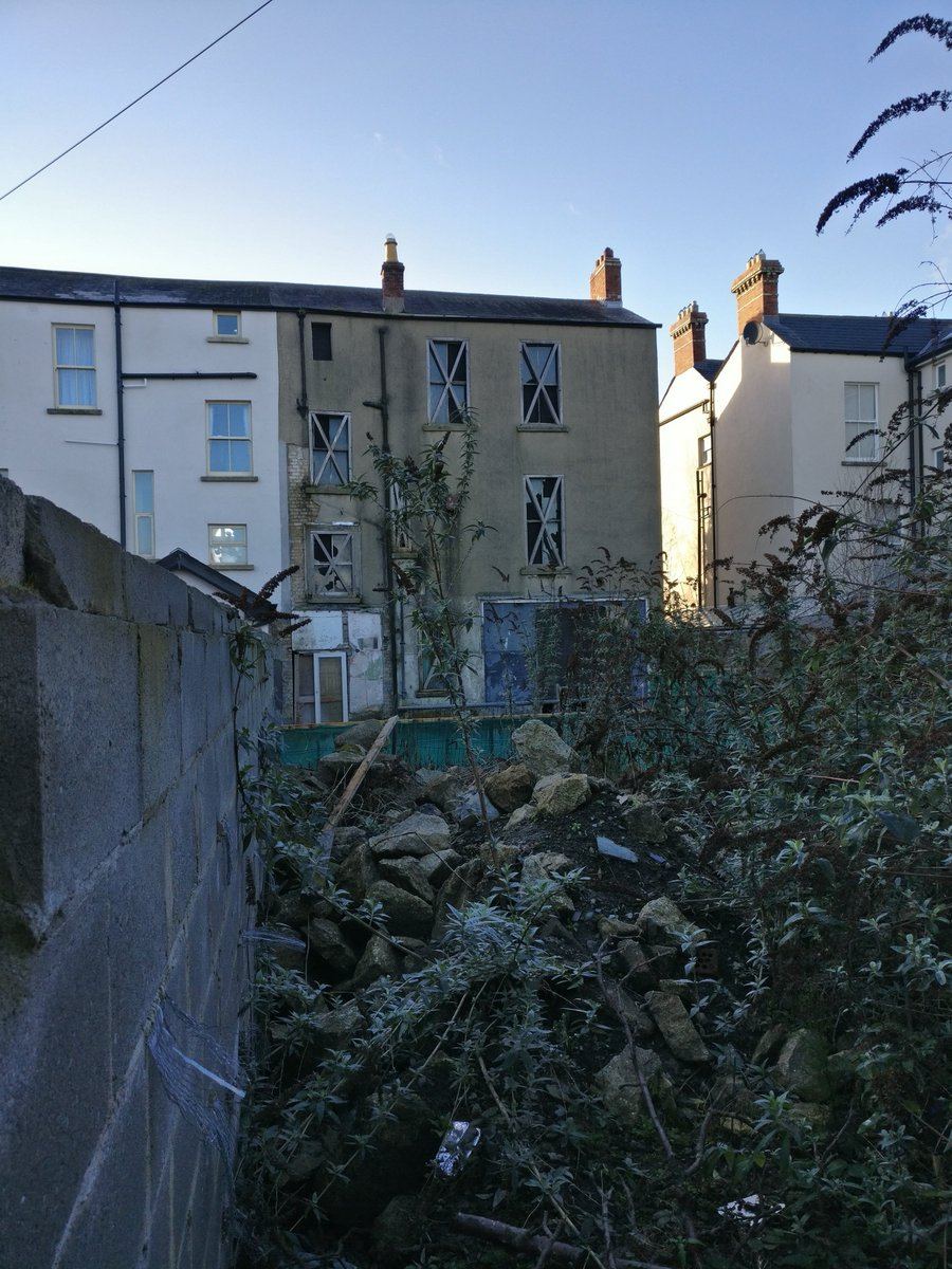 Another vacant house in Ranelagh not on Vacant Sites Register, nor Derelict Sites Register. With 27 vacant dwellings per person in emergency accommodation its clear we need to change how we deal with such properties - the @greenparty_ie #LivingCities Bill will do just that! <br>http://pic.twitter.com/QKcyVaUW3y