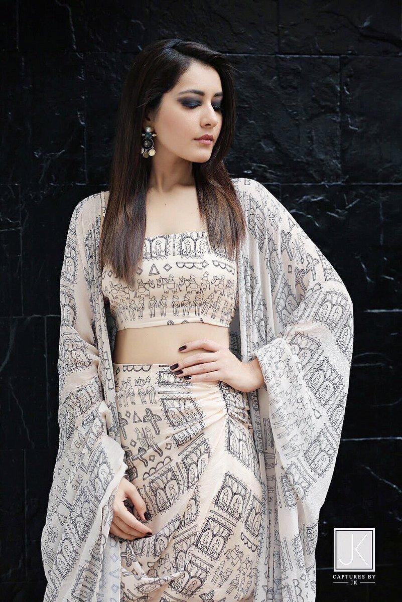 Lavanya Tripathi Vs Raashi Khanna - Clash of Glamor babes!