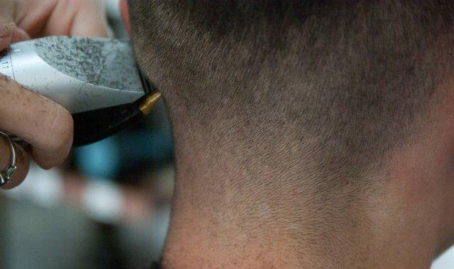 Pai e madrasta obrigam jovem a cortar o cabelo após ela fazer luzes https://t.co/YY9TNJ3ipS
