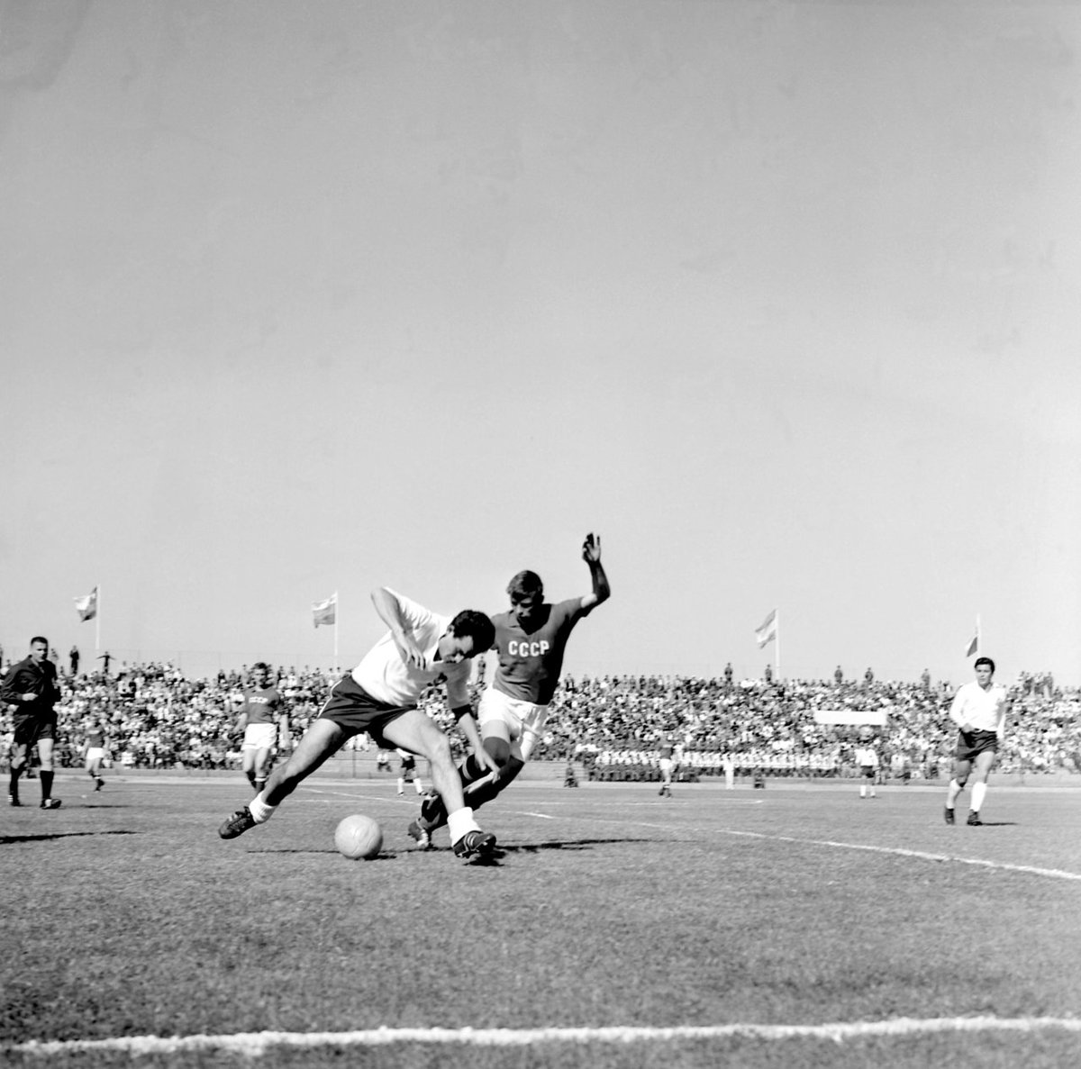 Quarter-finals #Chile v. #USSR at #WC1962 #Chile62 @Trivia_WorldCup<br>http://pic.twitter.com/MGfwirfH2Y