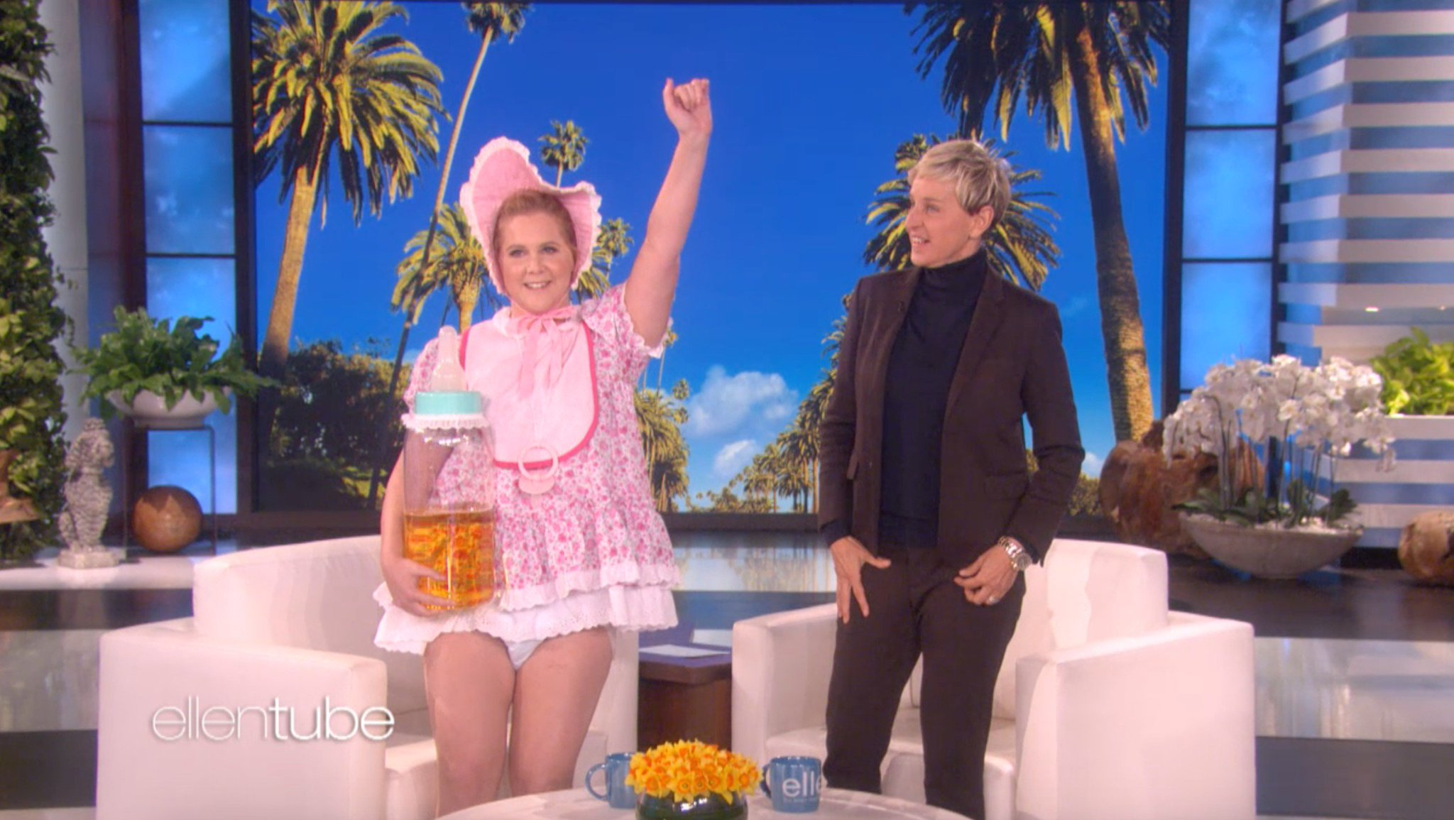 It's not every day you have to burp a guest. Thanks, @AmySchumer. https://t.co/cfzsAkPRg8