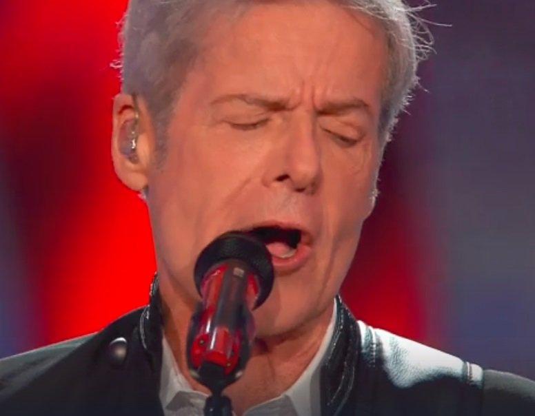 """Baglioni canta """"voglio andar viaaa"""". Siamo in due. #Sanremo https://t.co/nWGt86D0b0 https://t.co/FnmiC0Z6k4"""