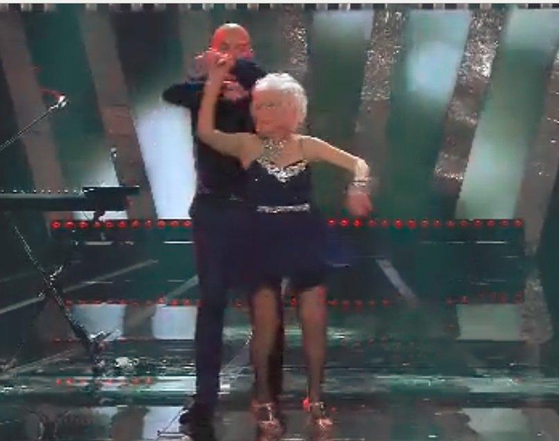 A causa della Legge Fornero la ballerina de Lo Stato Sociale è costretta a lavorare fino ai 70 anni #Sanremo2018  kondividi se sei ndiniatoh!111 https://t.co/13XffQiWVq https://t.co/QjI9VXAsok
