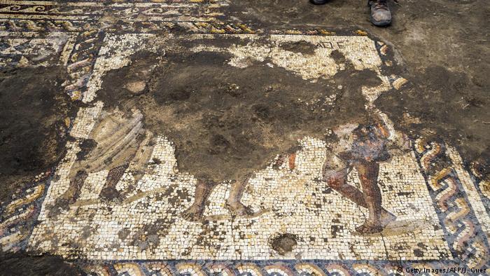 Arqueólogos descobrem mosaico de 1.800 anos em Israel https://t.co/GAtGvYD7J6